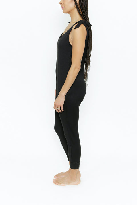 THE KNOT YOUR AVERAGE ROMPER IN MIDNIGHT BLACK