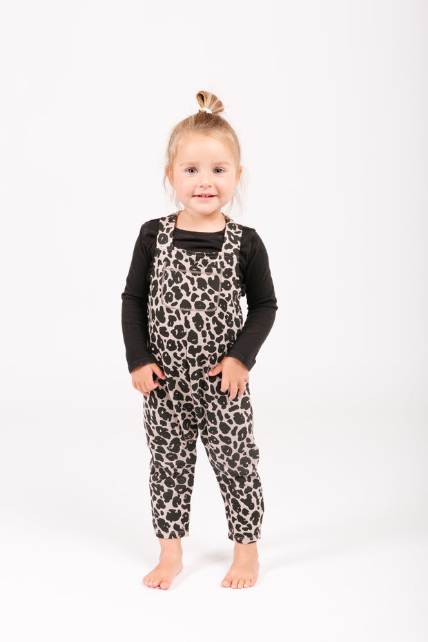 The mini Romperalls | Simone is wearing 2T
