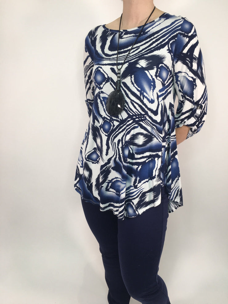 3/4 Sleeve Abstract Print Swing Top With Necklace