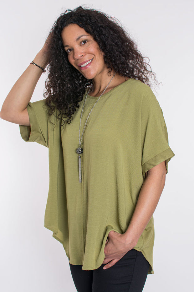 Oversized top with necklace