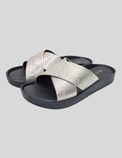 Cross over mule sandal