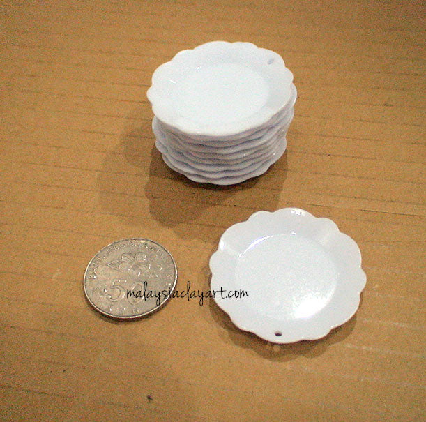 Miniature White Round Shaped Dessert Plate With Frill