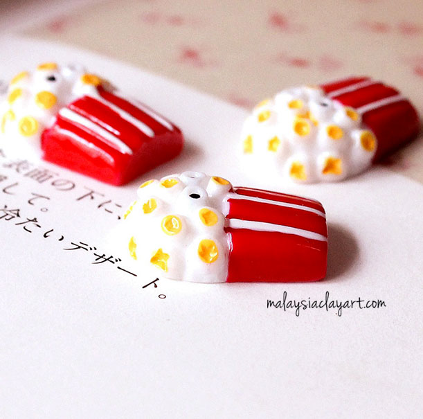 popcorn cabochon resin decoden miniature