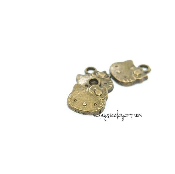 1 x Hello Kitty Bronze Vintage Zakka Charm