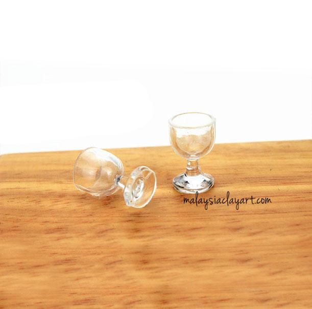 2 x Miniature Wine Glass Dollhouse