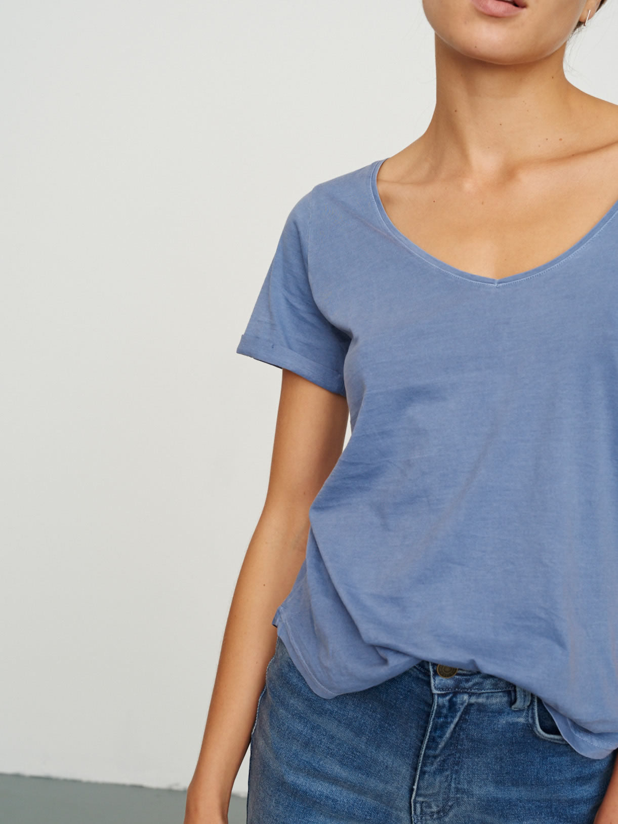 Women's Classic V Neck Tee Riviera Blue
