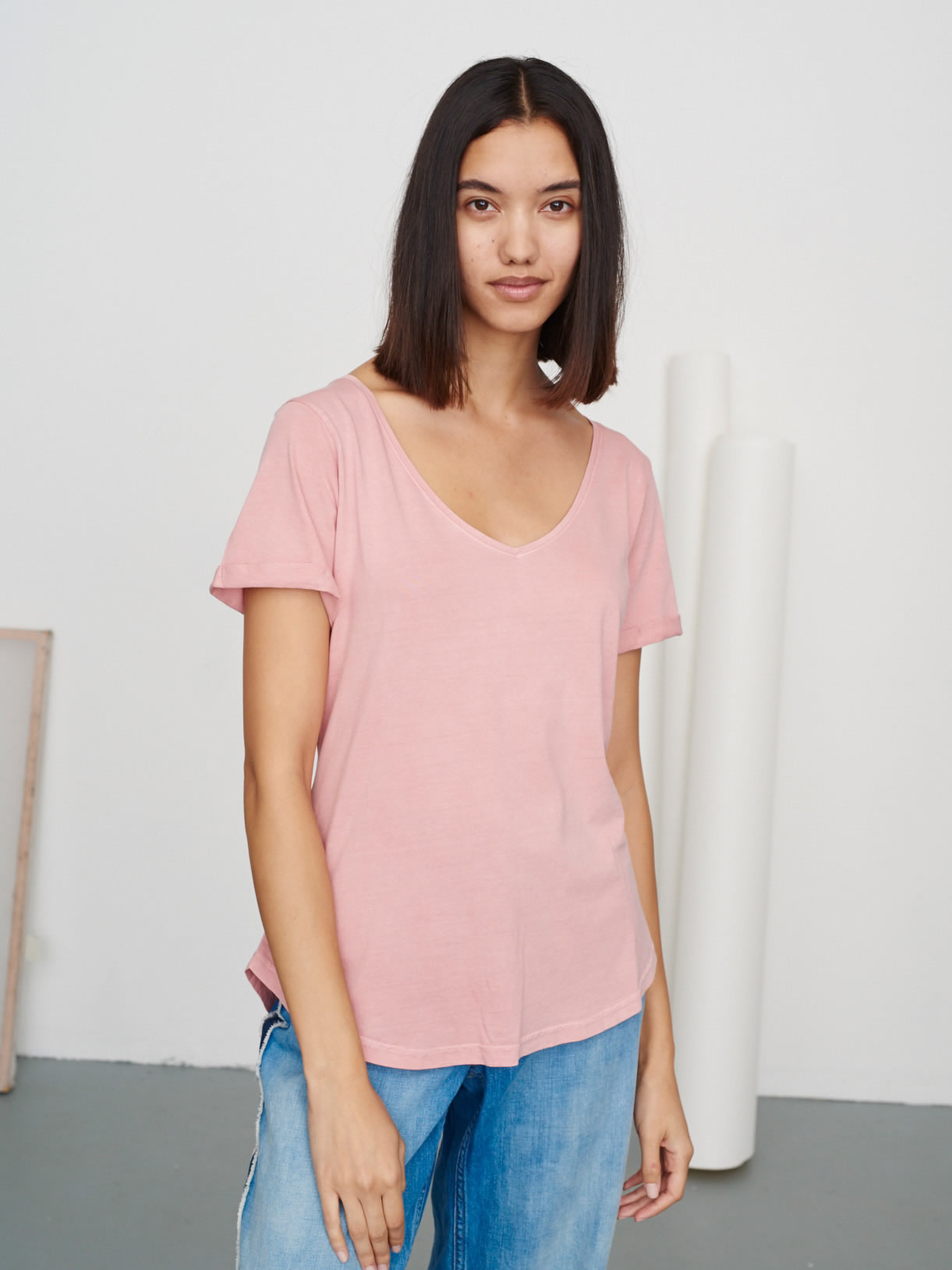 Women's Classic V Neck Tee Washed Pink