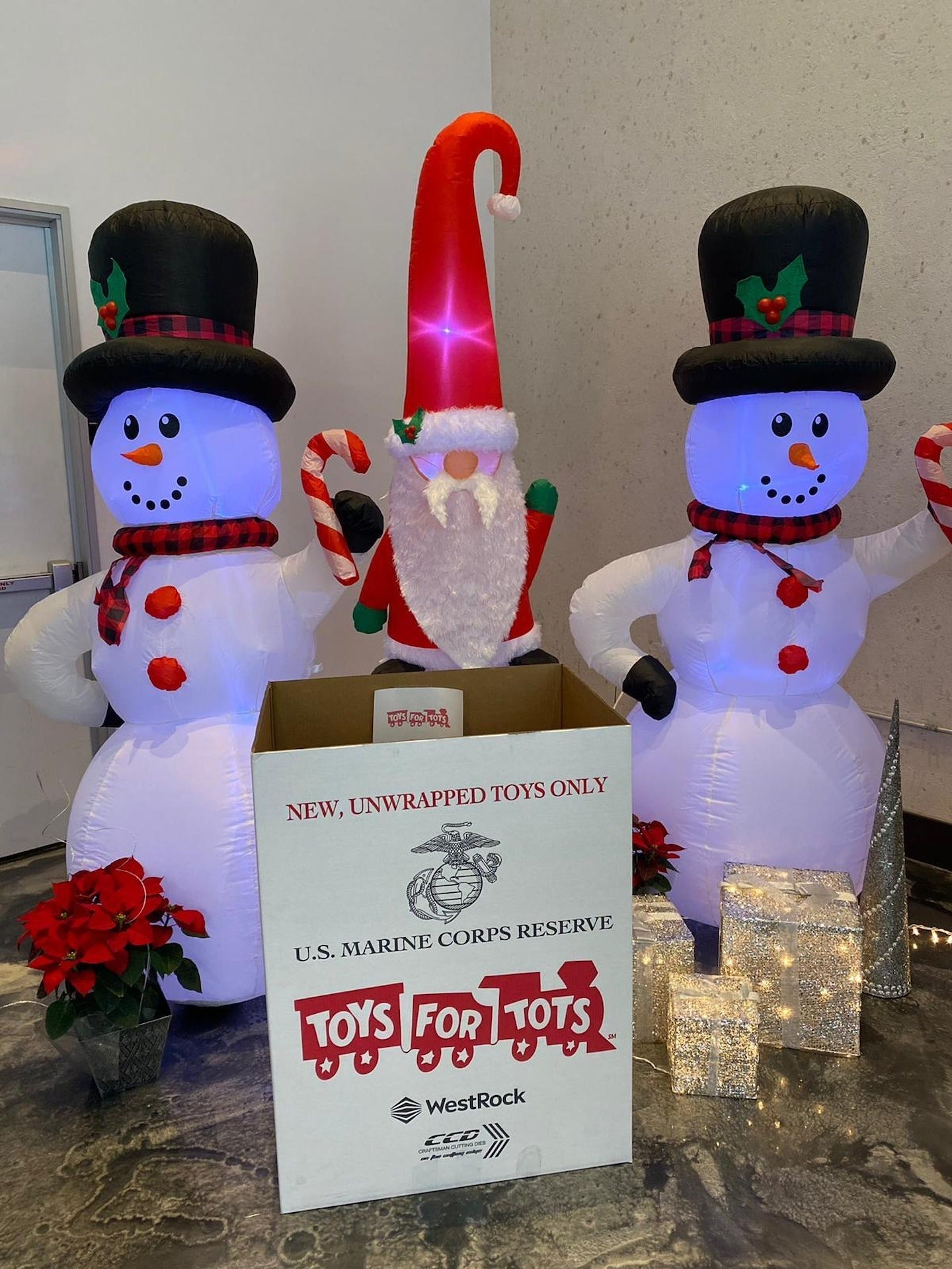 STIIIZY HOSTS TOYS FOR TOTS, FOOD DRIVE AT DTLA AND DAVIS LOCATIONS