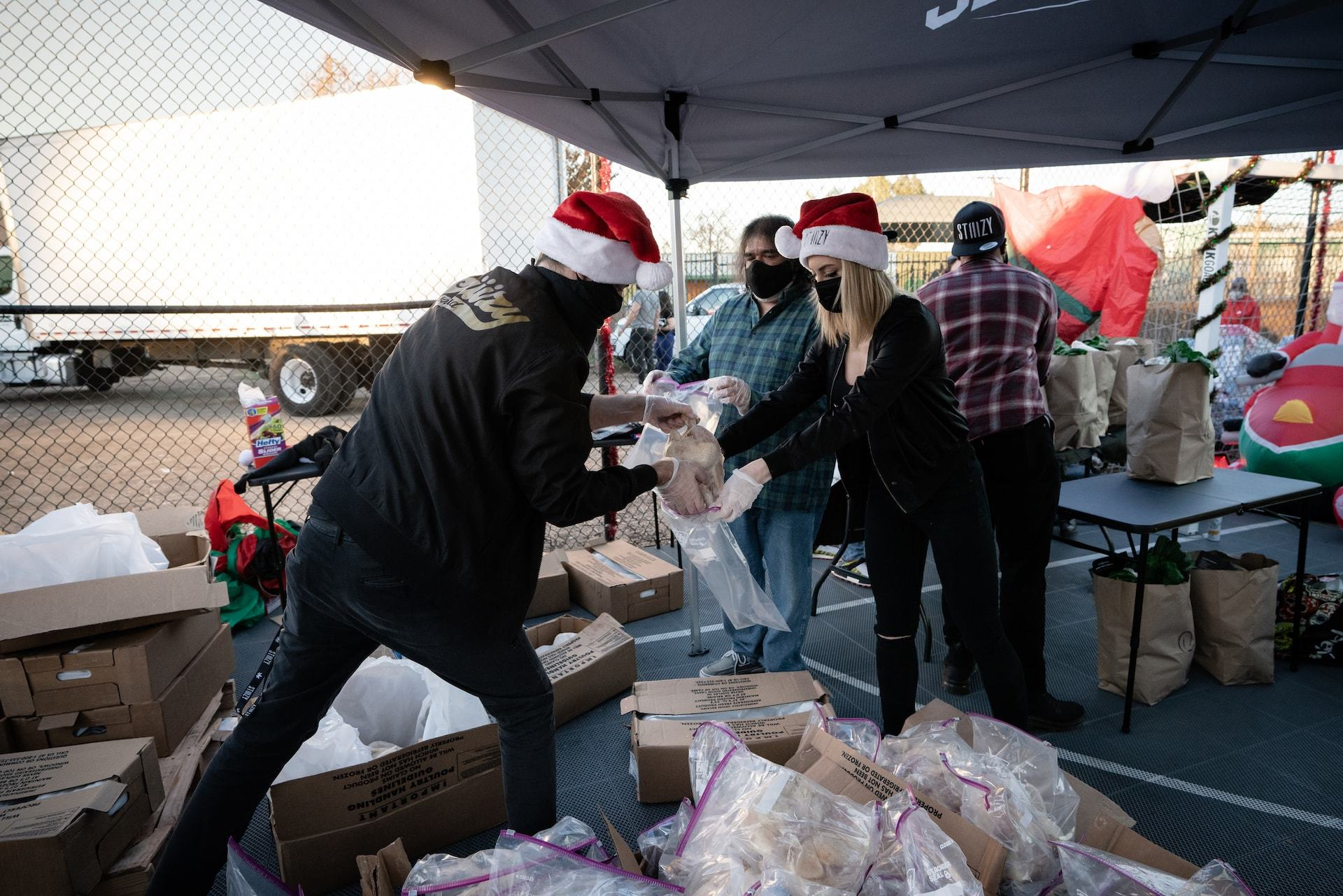 """STIIIZY CELEBRATES AN EARLY CHRISTMAS WITH """"PARTY IN THE PROJECTS"""" EVENT AT THE WATTS EMPOWERMENT CENTER"""