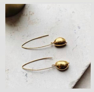 SHYLA GOLD DROPLET EARRINGS