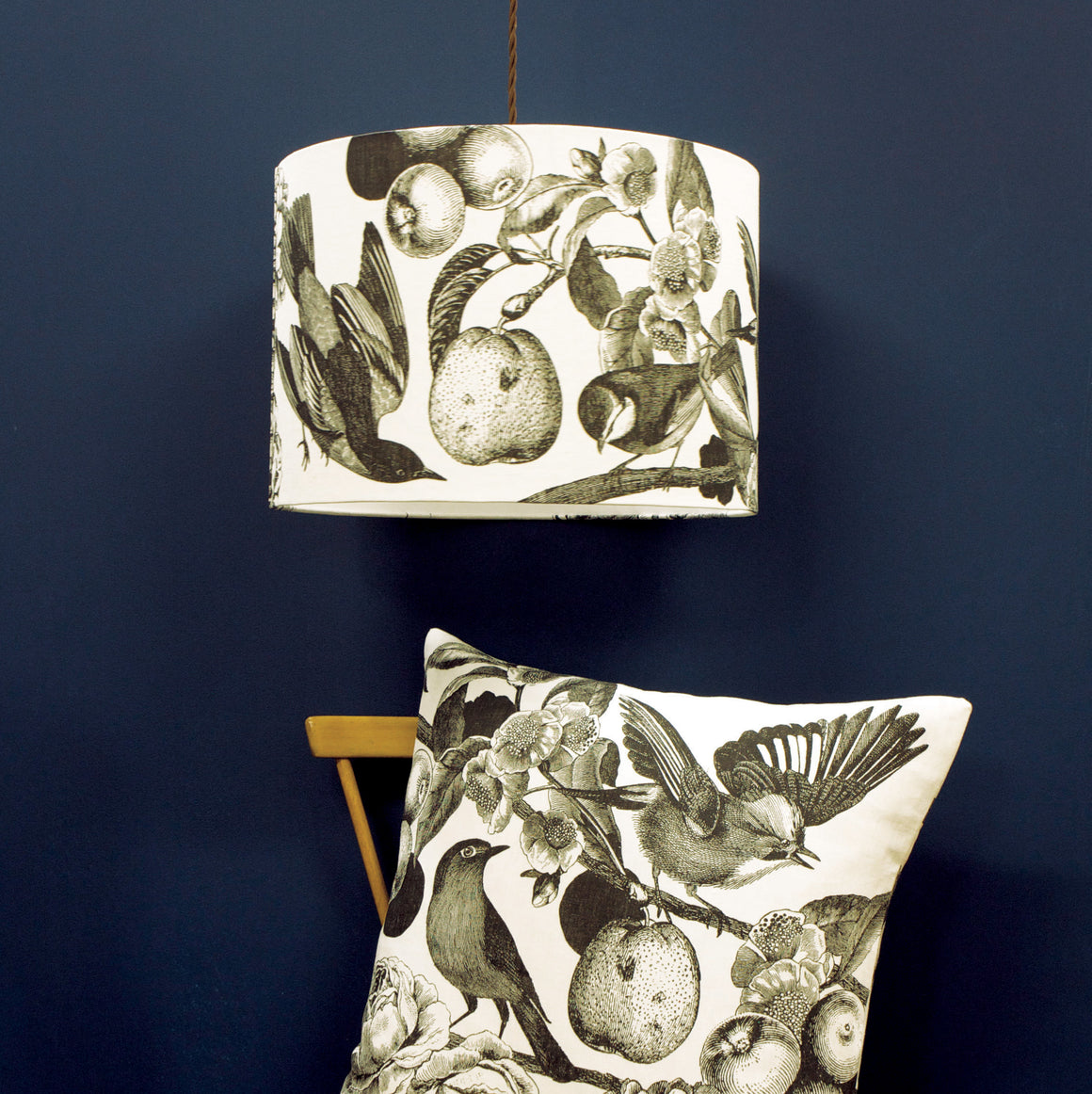 GARDEN BIRDS - DARKEST GREY (WHITE) CUSHION