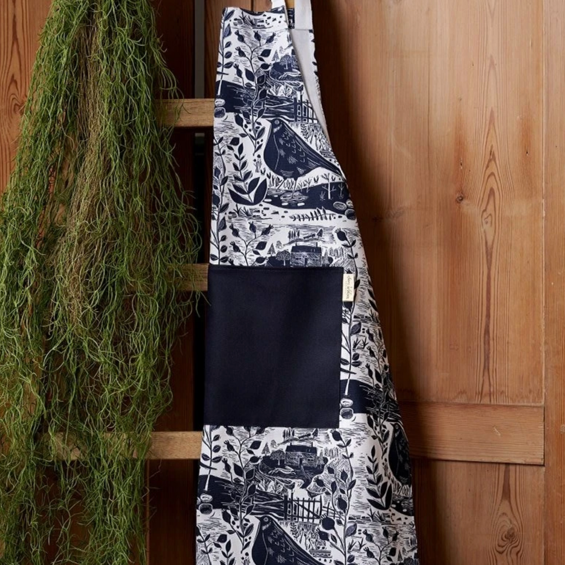 GARDEN BIRD NAVY COTTON APRON