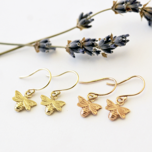 BEE EARINGS DAINTY - GOLD