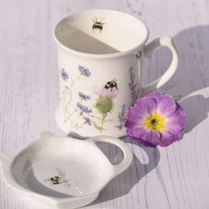 BEE & FLOWER WHITE MUG