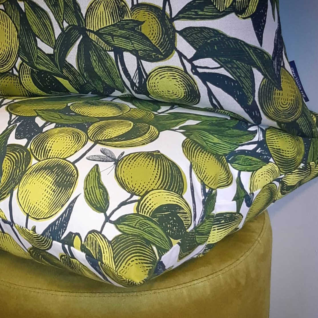 KIWI GREEN ON WHITE - FRUITS CUSHION
