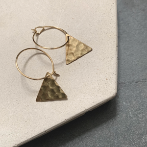 BRASS HAMMERED TRIANGLE HOOPS