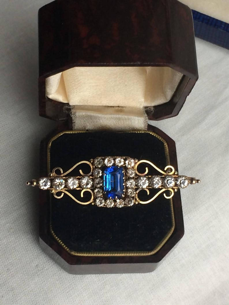 Lovely Antique Victorian Sapphire Paste Bar Brooch marked 9 ct