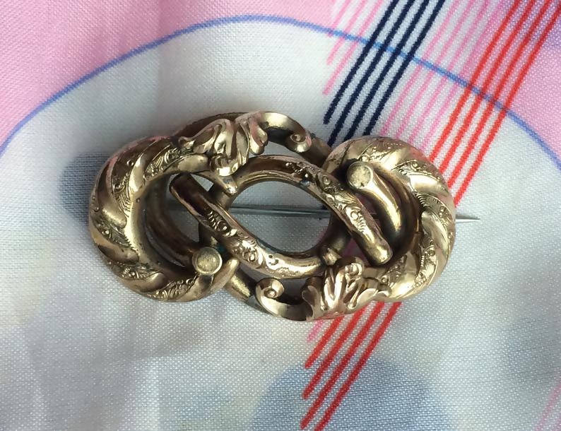 Beautiful Antique Victorian Rolled Gold Scrolled Leaf Bar Brooch