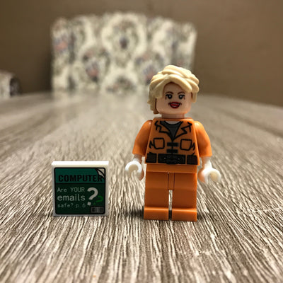 Hillary in Orange Limited Edition Collector's Set (LEGO-Compatible)