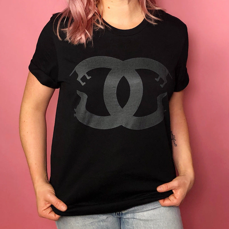 doxie luxe tee (black on black)