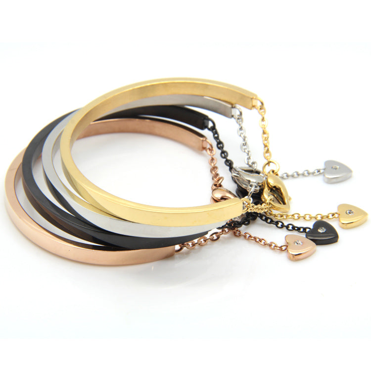 Harper | Heart Clasp Bangle