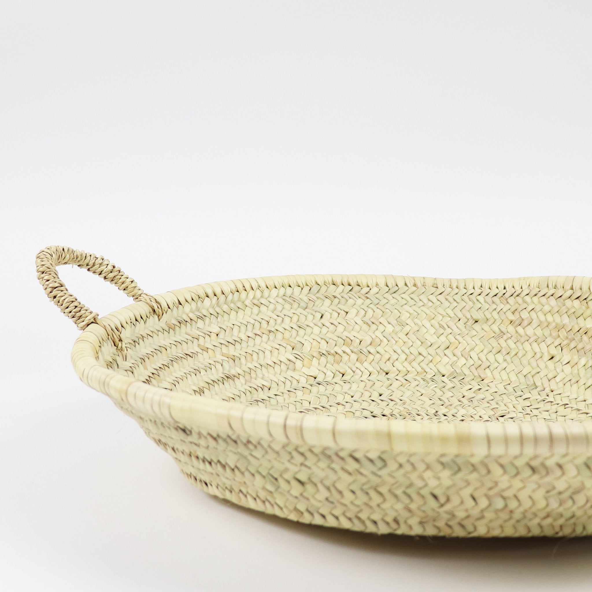 Woven plate in natural color made from palm leaf