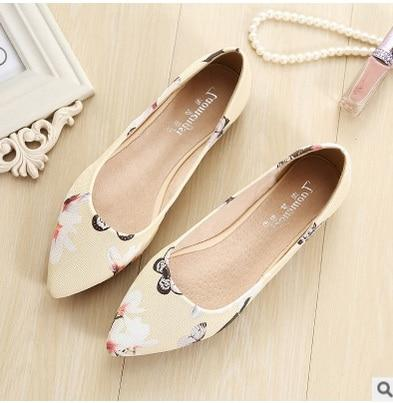 Women's Pointed Toe Floral Flats