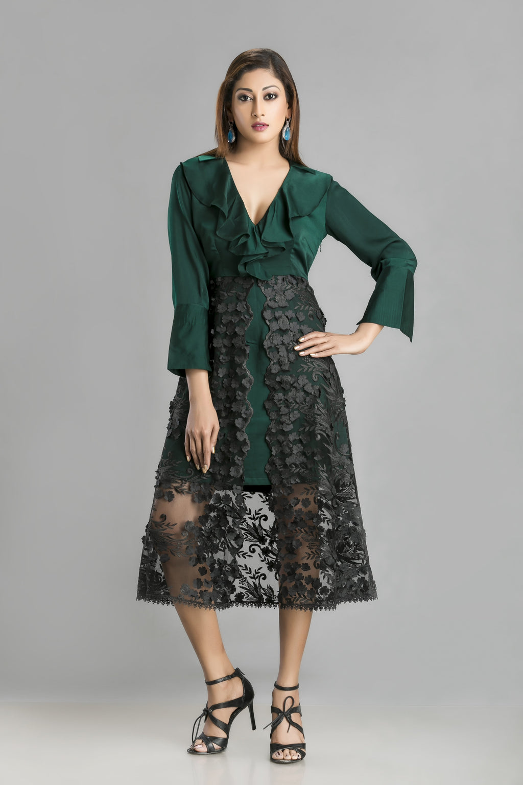 So in Love with Jade – A lace dress for a romantically different you