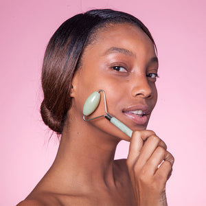 Here you will learn everything you need to know about how to use a face roller to enhance the glow of your skin.