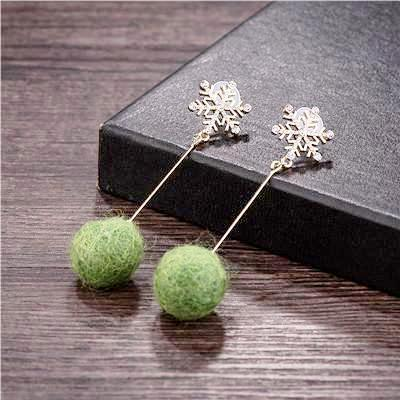 pom_pom_earrings_ball_tassel_snowflake_earrings_green