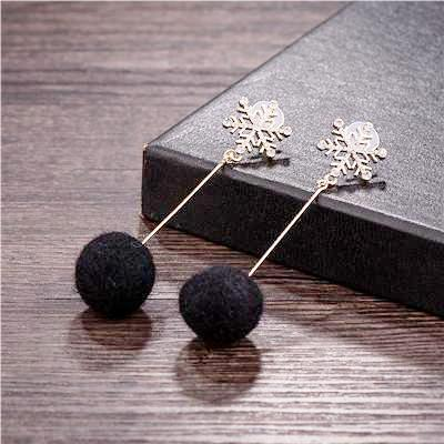 pom_pom_earrings_ball_tassel_snowflake_earrings_black