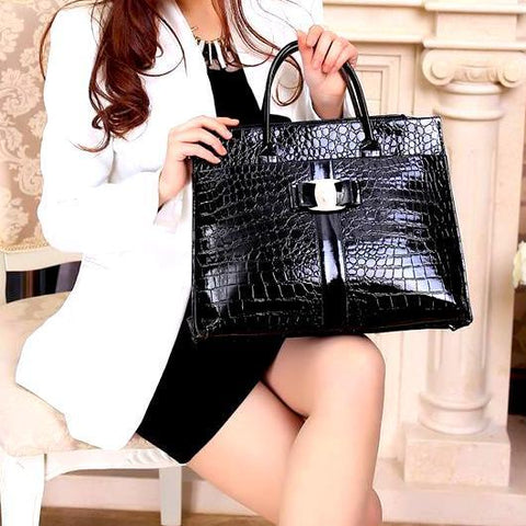 women's black tote bag