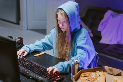 Why are Youtube gaming videos so popular? - Girl playing video games