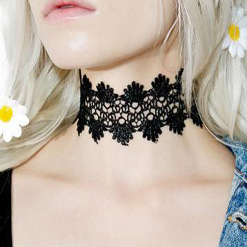 Curb Floral Lace Choker - RHIZMALL.PK Online Shopping Store.