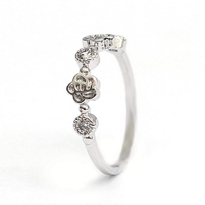 Stylish Cubic Zircon Silver Crystal Ring - RHIZMALL.PK Online Shopping Store.