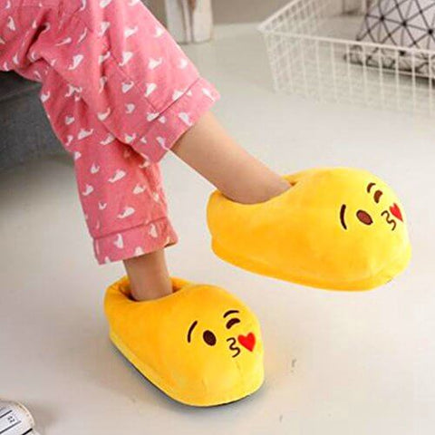 Emoji Slipper Kiss Shade Warm and Comfortable - RHIZMALL.PK Online Shopping Store.