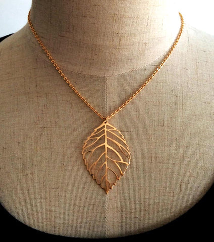 Monada Leaf Necklace And Pendant - RHIZMALL.PK Online Shopping Store.