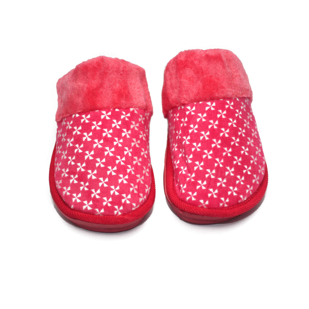 Crispy Red Warm Woolen Slippers - RHIZMALL.PK Online Shopping Store.
