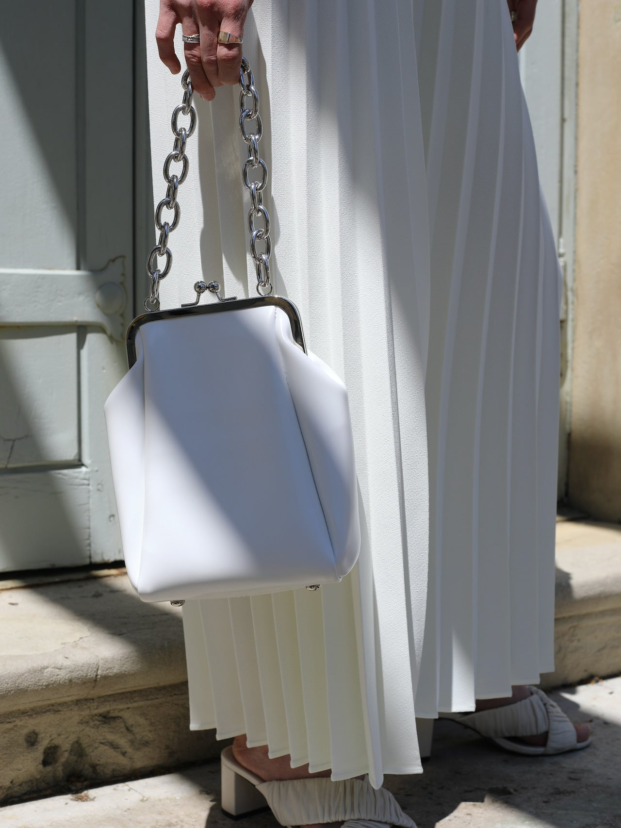 White Ball Clasp Chain Bag - Marble Hive