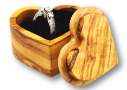 wooden olive wood Heart Shaped Ring Jewellery Box with diamond ring  boîte Coffret bague bijoux en bois d'olivier by MR OLIVEWOOD® wholesale manufacturer US based supplier USA Canada