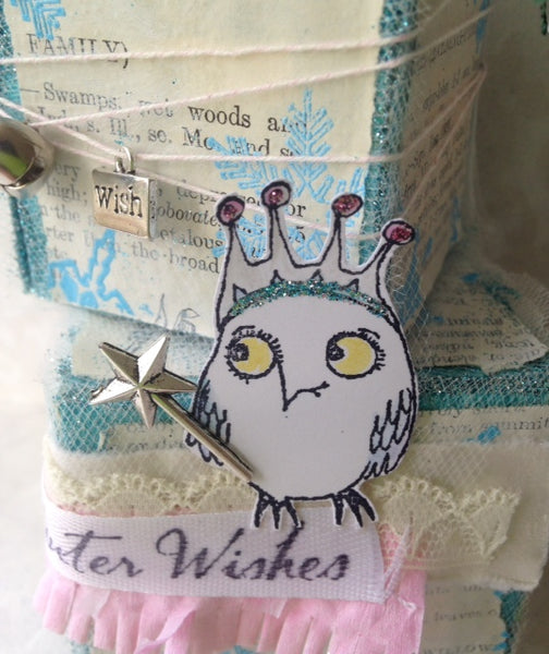 6464 Queen Owl Looking