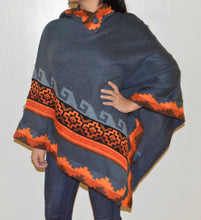 Load image into Gallery viewer, Alpaca Wool Poncho