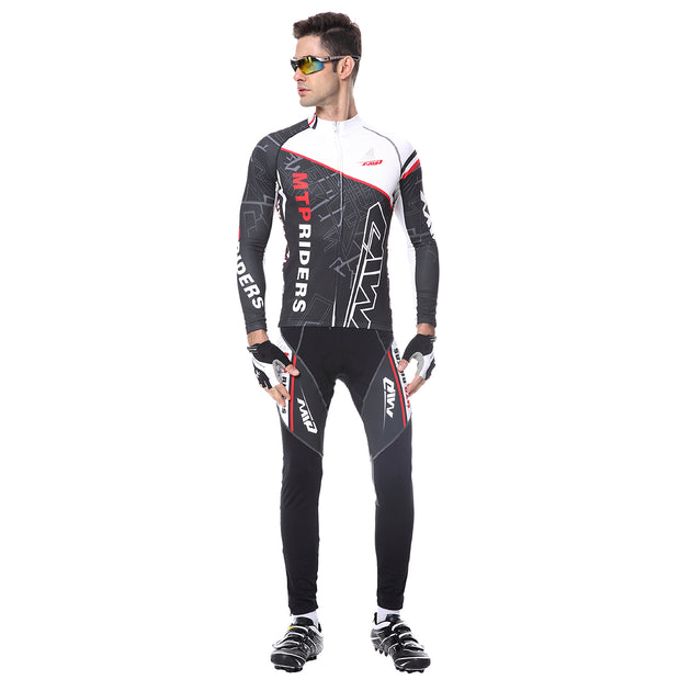 Front side - Men wearing a cycling suit in black colour