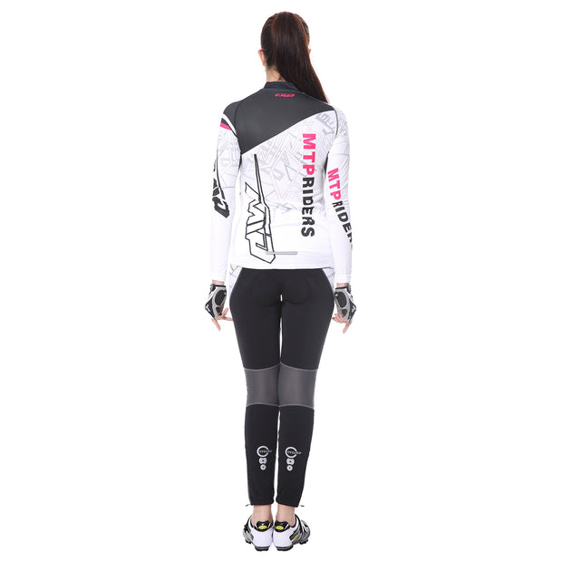 back side - Women wearing a cycling suit in white colour
