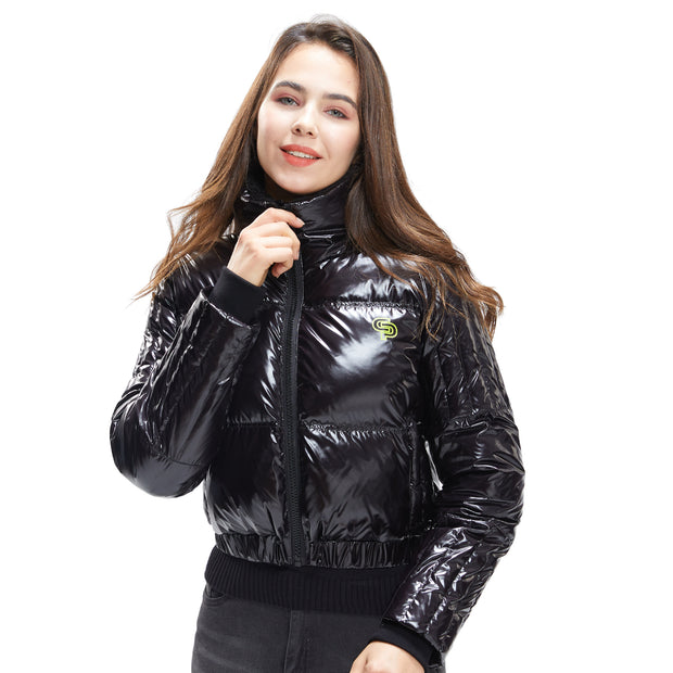 front side - Women wearing a down jacket in black colour