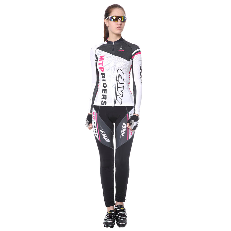 front side - Women wearing a cycling suit in white colour