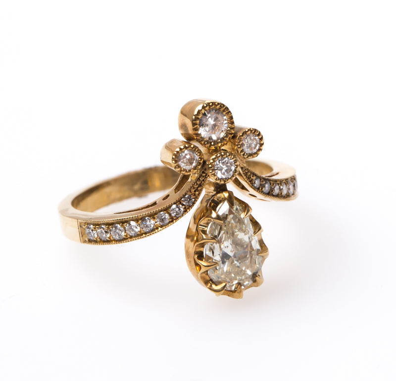 Engagement Rings Vintage Style: Victorian Vintage Inspired