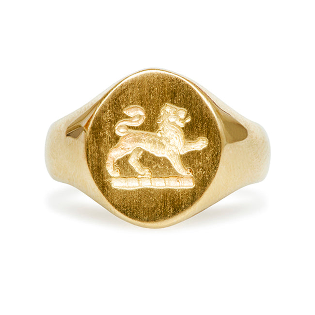yellow gold crest lion ring