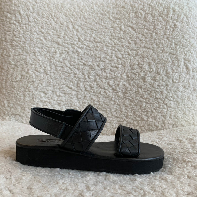 Theron Woven Sandals in Noir