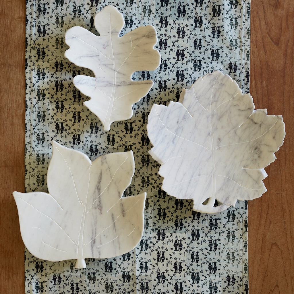 Oak leaf dish in white marble